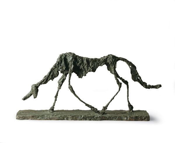 Alberto Giacometti, Le chien, 1951, bronzo, cm 47 x 100 x 15. Saint-Paul-de-Vence, Fondation Marguerite et Aimé Maeght © Claude Germain - Archives Fondation Maeght (France) © Alberto Giacometti Estate / by SIAE in Italy 2019