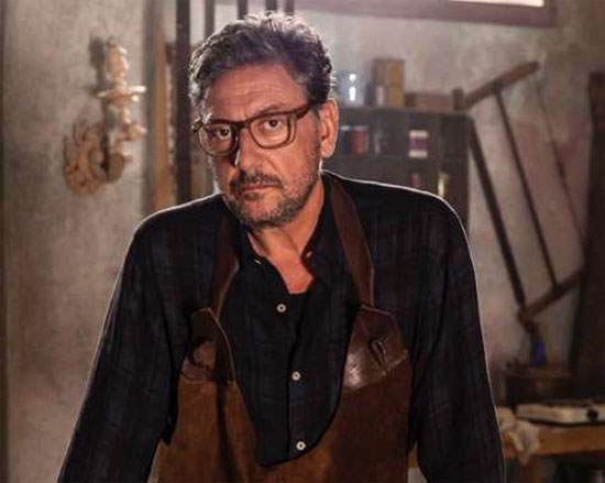 Sergio Castellitto nella serie Pezzi Unici