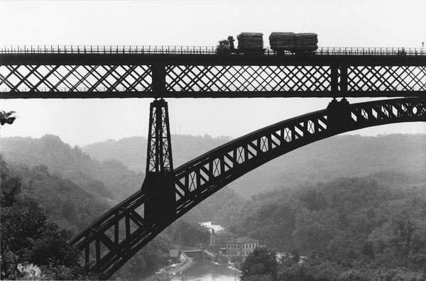 Gianni Berengo Gardin, Ponte di Paderno d'Adda, 1985, Archivio storico fotografico Aem Fondazione Aem-Gruppo A2A Milano