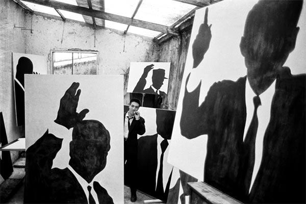 Sergio Lombardo, Il pittore nel suo studio, Roma, 1961 ph. Mario Dondero