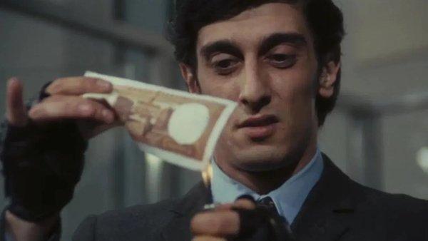 Flavio Bucci nel film La proprietà non è più un furto