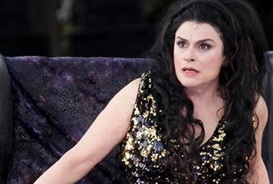 Laura Marinoni nel ruolo di Elena nella tragedia di Euripide al Teatro Greco di Siracusa