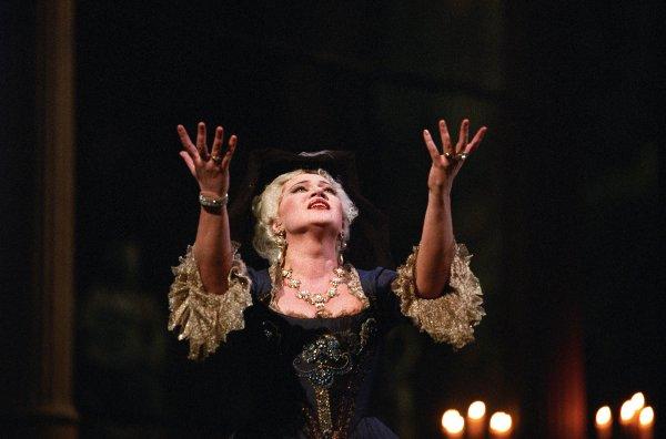 "Olga Borodina nell'opera ""Adriana Lecouvreur"" -  Photo Andrea Tamoni © Teatro alla Scala"