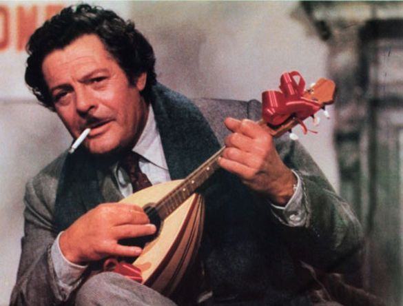 """Marcello Mastroianni nel film """"Giallo napoletano"""""""