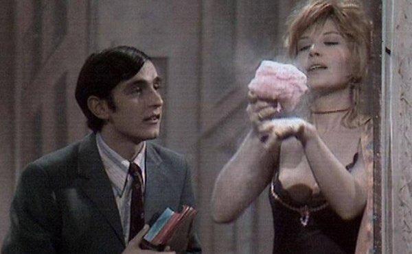 Vincenzo Salemme e Monica Vitti nella commedia Il cilindro di Eduardo De Filippo